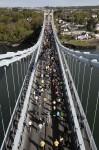 Island-trail-runners-on-bridge